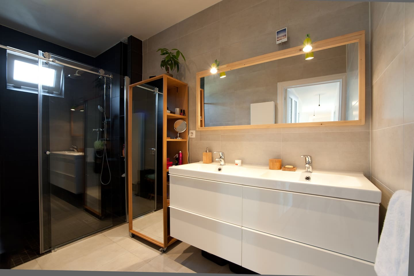 Furnished Studio - Private Courtyard - Top Neighbo