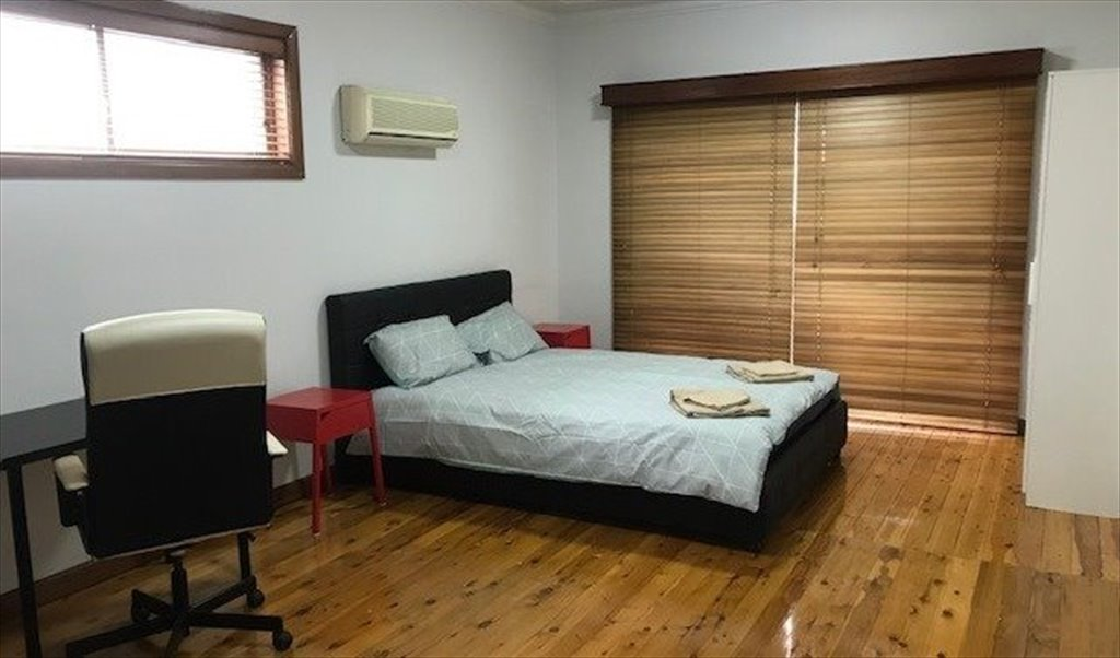 Extra Large Bedroom With Private Entry